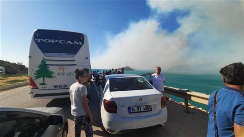 Mersin'in Silifke ilçesinde çıkan orman yangınına müdahale ediliyor