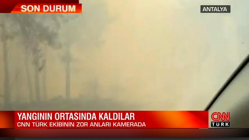 Yangının ortasında kaldılar! CNN TÜRK ekibinin zor anları kamerada