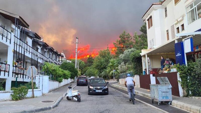 Marmaris Belediye Başkanı Mehmet Oktay, yangınlara ilişkin canlı yayında açıklama bulundu