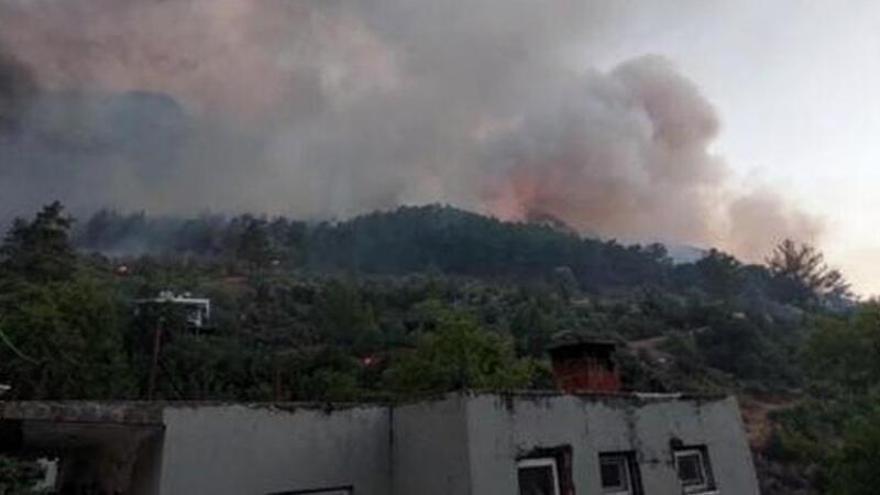 Manavgat'ta yangından etkilenen kişiler hastaneye kaldırıldı! Yangına müdahale sürüyor