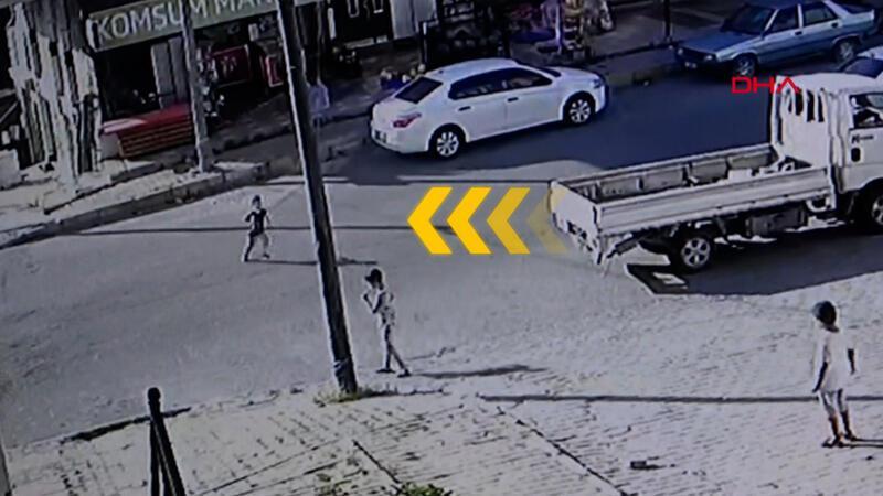 Dehşeti yaşadılar! Arnavutköy'de çocuğa otomobil böyle çarptı
