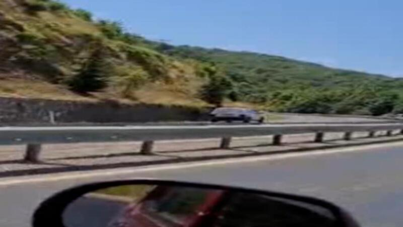 Ters şeride giren sürücü trafiği tehlikeye düşürdü!
