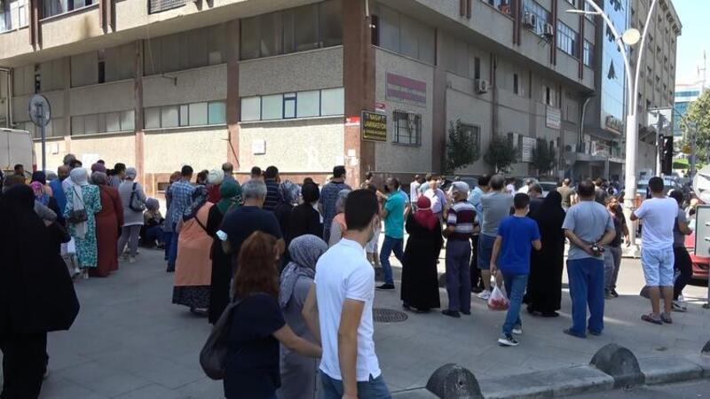 Sultangazi'de 7 katlı iş merkezinde yangın! İlk görüntüler