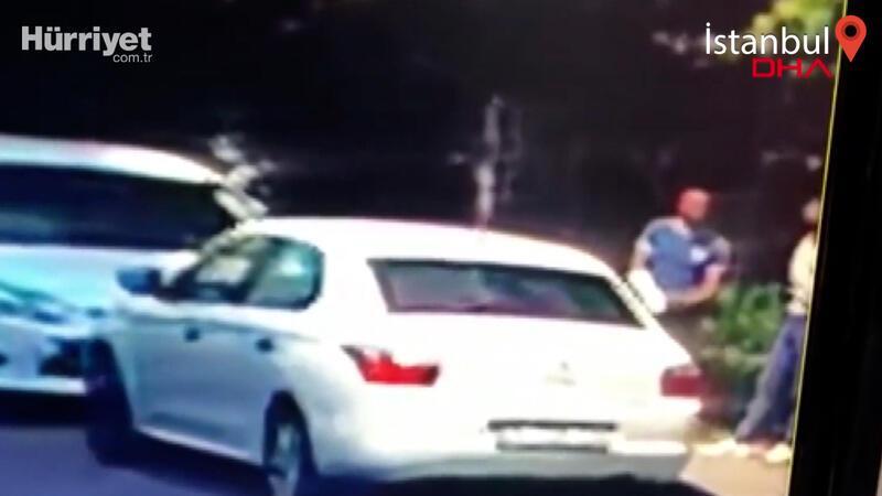 Kolundaki alçıyla araç camını kırıp hırsızlık yaptı! O anlar kamerada