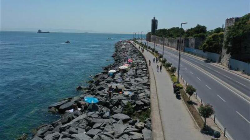 İstanbullular, sıcak havada Boğaz'ın sularında serinledi