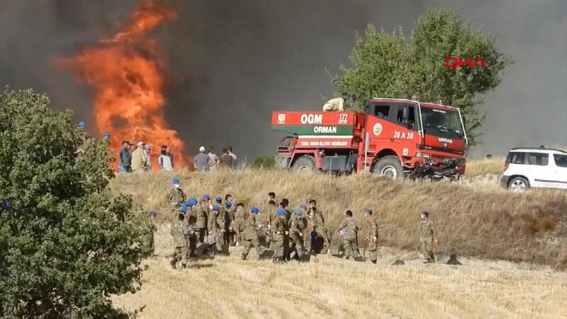 Denizli'deki yangın yerleşim yerlerini tehdit ediyor