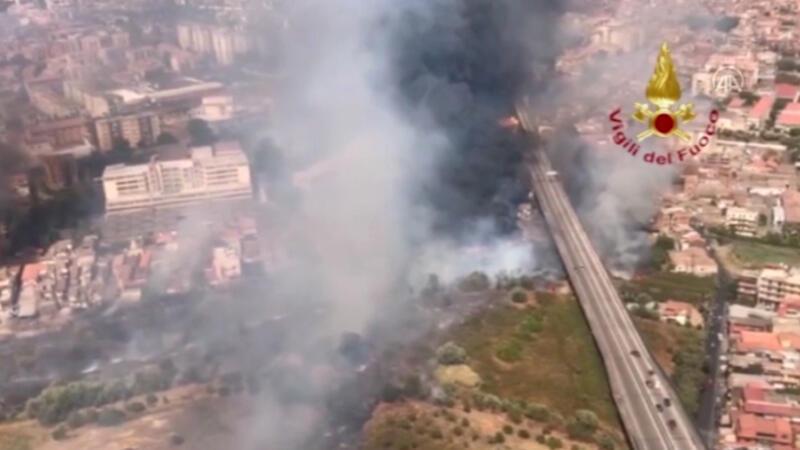 İtalya'da yangınlar günlük hayatı olumsuz etkiliyor