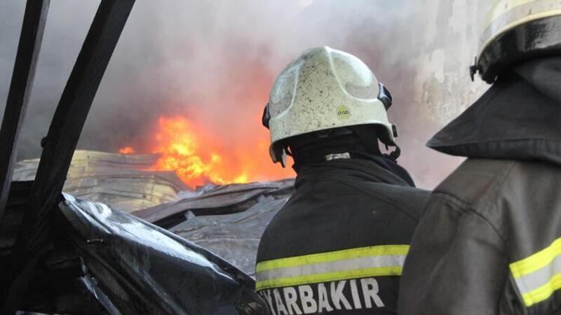Katı atık yağ deposunda çıkan yangın, korkuya neden oldu