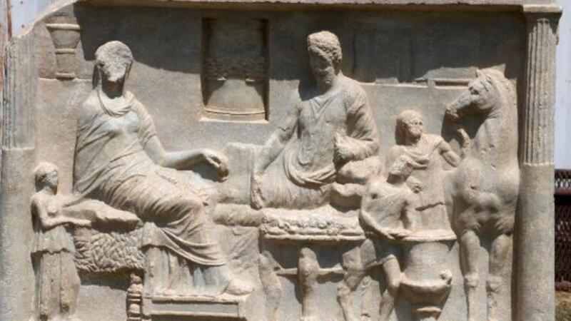 Çanakkale'de Parion Antik Kenti'nde 1900 yıllık mezar steli bulundu