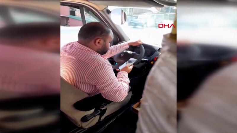 Minibüs şoförünün tehlikeli sosyal medya tutkusu kamerada