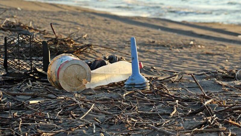 Samsun'da doğal kum plajı çöplüğe döndü