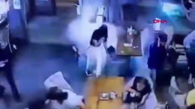 Restoranda havai fişek paniği kamerada!