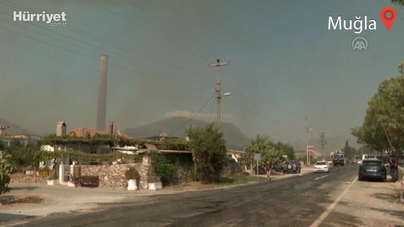 Türkevleri mahallesi ve Kemerköy Termik Santrali'ne yaklaşan yangını söndürme çalışmaları sürüyor