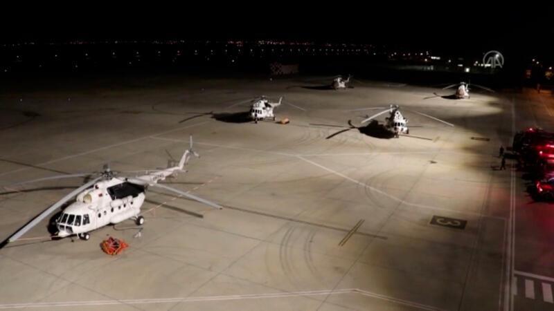 Isparta Havalimanı'na gelen 5 yangın helikopteri alevlere müdahale için hazırlıklara başladı