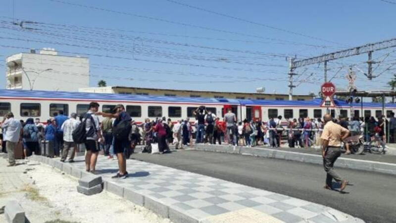 Tren ters makasa girdi; yolcular tahliye edildi
