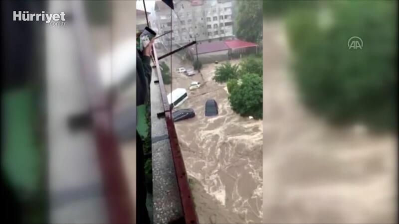 """Bozkurt'ta bir kadının """"Sel geliyor"""" uyarısı 5 kişilik ailenin hayatını kurtardı"""