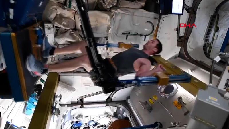 Fransız astronot, uzayda yaptığı egzersizin görüntüsünü paylaştı