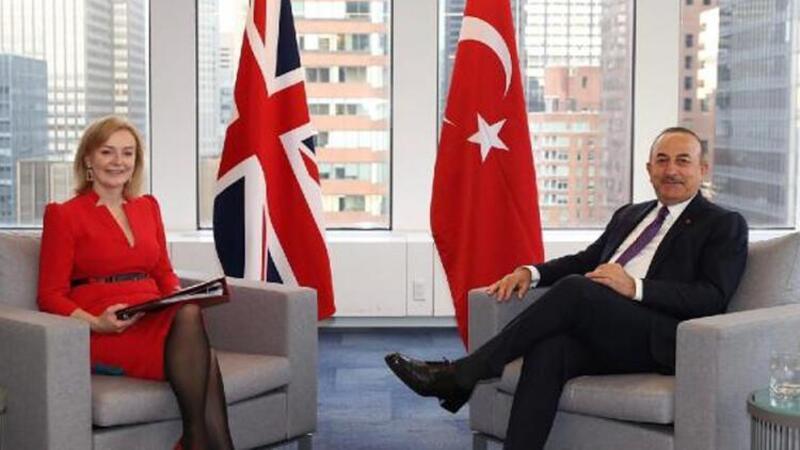 Bakan Çavuşoğlu, İngiliz mevkidaşı Elizabeth Truss ile görüştü