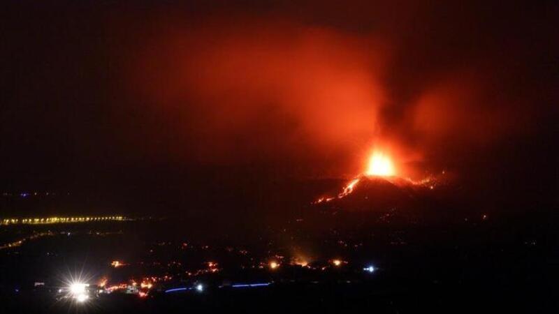 Cumbre Vieja Yanardağı'nda peş peşe patlamalar! Binlerce kişi tahliye edildi
