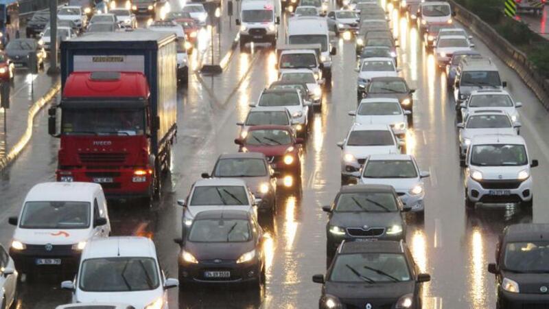 İstanbul'da yağmurun etkisiyle trafik yoğunluğu arttı