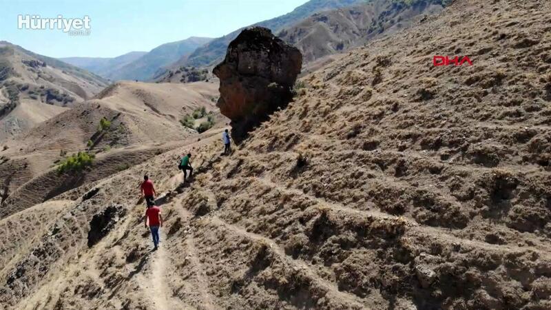 Muş'daki 'Ovaya bakan adam' kayası ilgi odağı