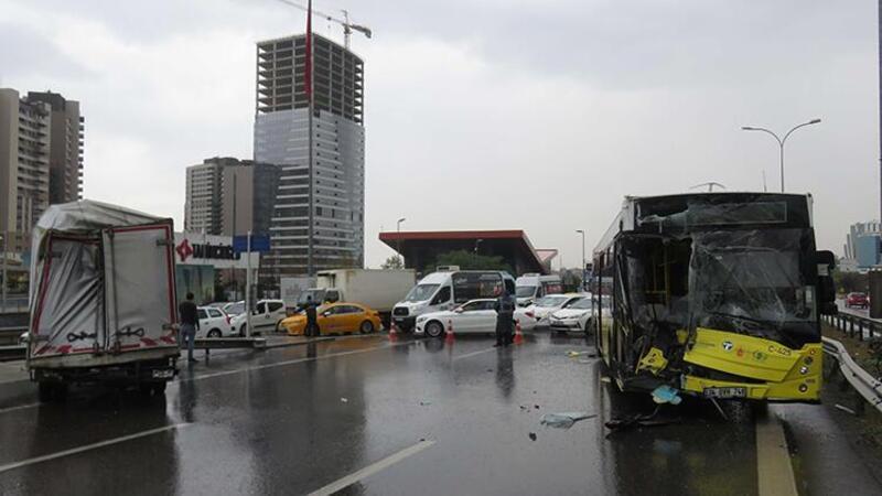 Maltepe'de İETT otobüsüyle kamyonet çarpıştı