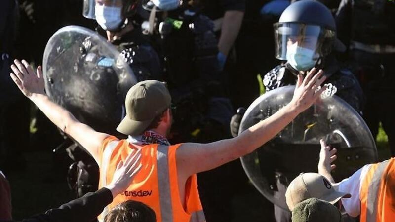 Avustralya'da inşaat işçilerine Kovid-19 aşısı zorunluluğuna karşı gösteriler düzenlendi