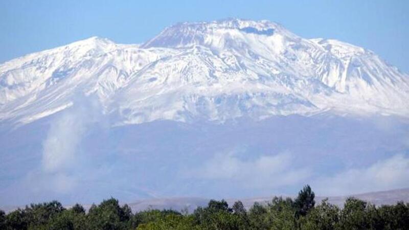 Süphan Dağı zirvesi, bembeyaz oldu