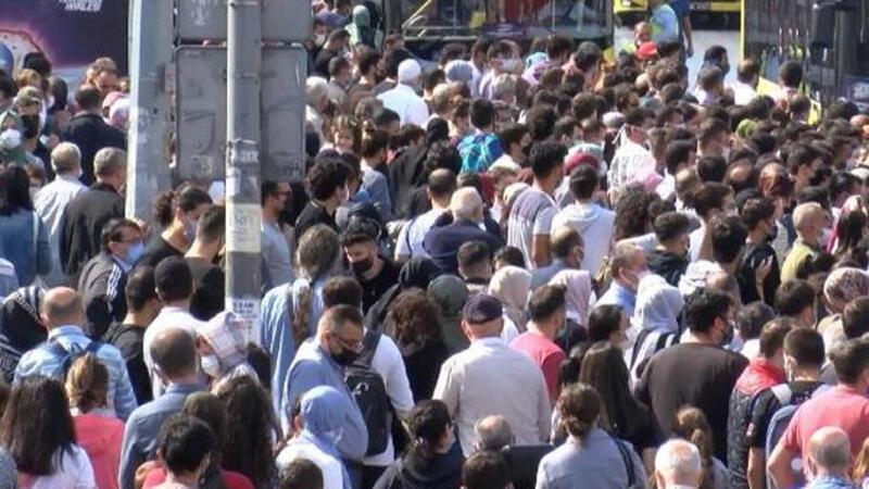 İstanbul Şirinevler'de insan seli
