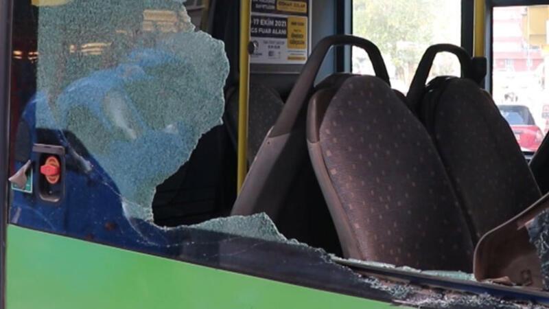 Yük asansörünün sepeti, belediye otobüsüne çarptı: 1 yaralı