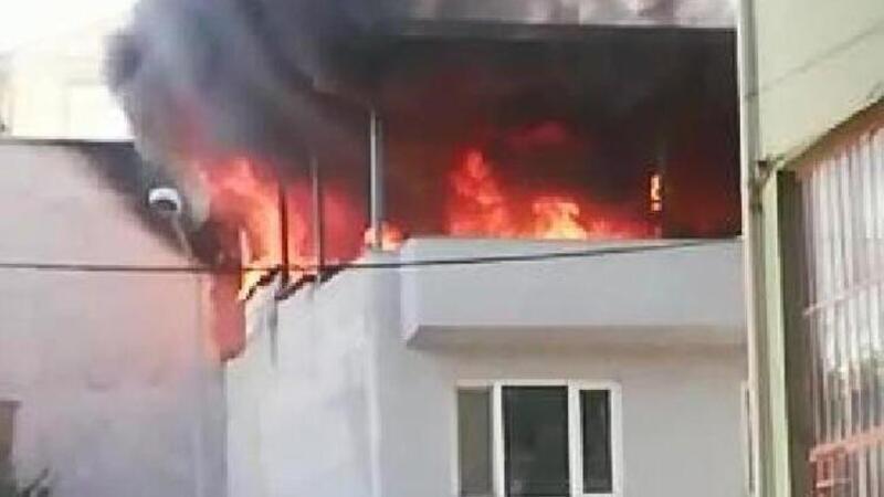 Bursa'da tekstil atölyesi terasında yangın