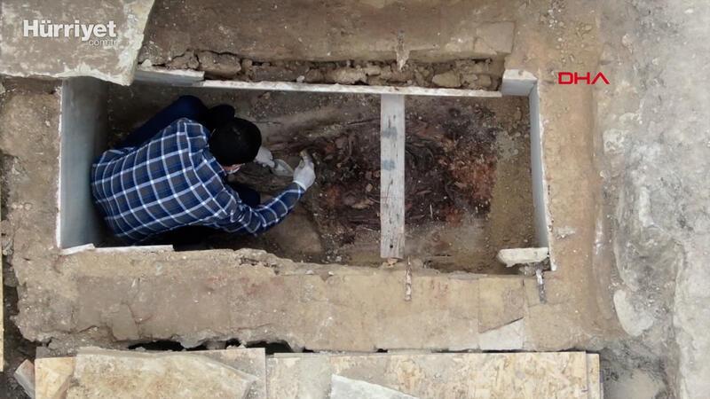 """Zeytinburnu'ndaki kazı çalışmalarında """"sandık tipi mezar"""" ve """"lahit mezar"""" bulundu"""