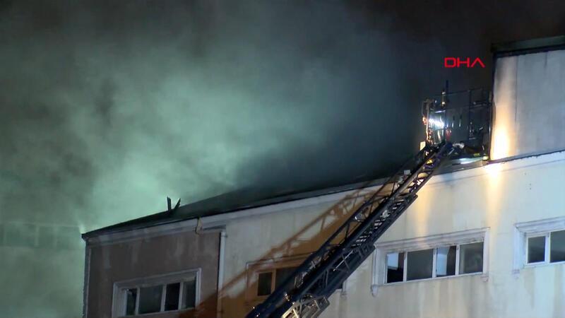 Eyüpsultan'da 4 katlı binanın çatı katında yangın