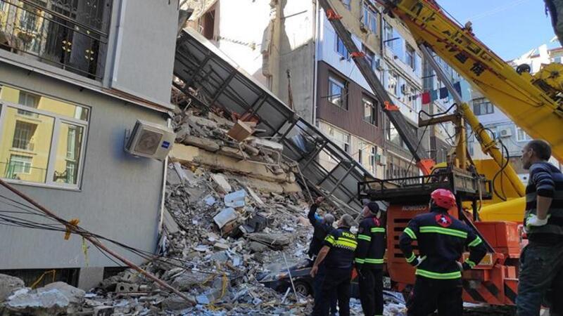 Gürcistan'da 7 katlı bina çöktü! İlk görüntüler