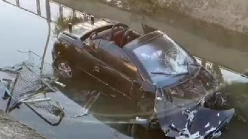 Otomobil sulama kanalına devrildi! Uzman çavuş ağır yaralı