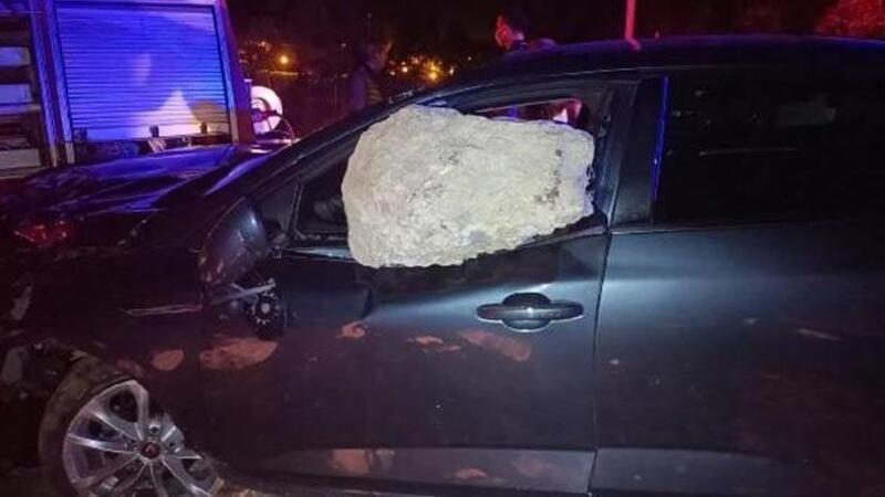 Tokat'ta otomobilin çarptığı kaya parçası cama saplandı; sürücü ve eşi yaralandı