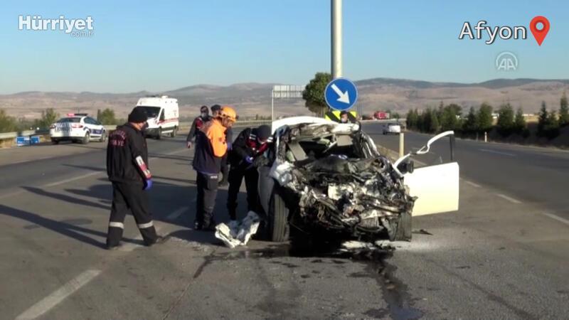 Otomobille kamyonetin çarpışması sonucu 3 kişi öldü, bir kişi yaralandı