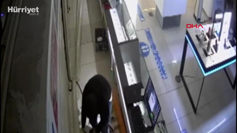 Esenyurt'ta mağazadan 3 milyon liralık cep telefonu hırsızlığı kamerada