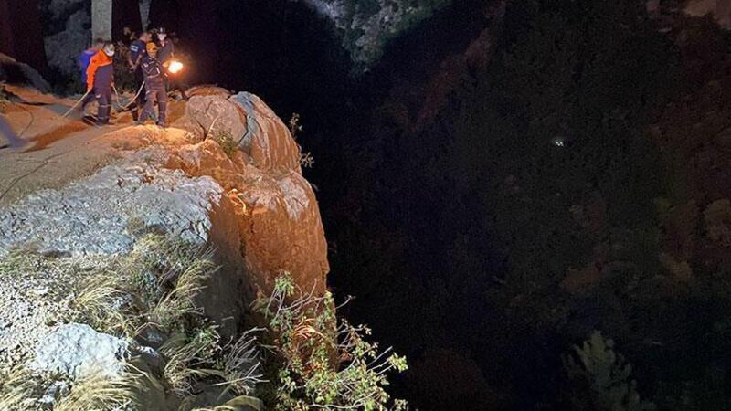 Adana'da özçekim yaparken uçurumdan düşen 2 kişiden 1'i öldü
