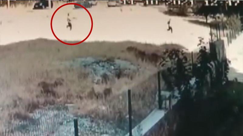 Eşini kovalayıp boş arazide tüfekle vurdu