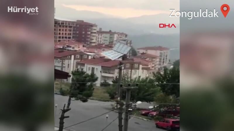 Zonguldak'ta yaşanan fırtına çatı uçurdu
