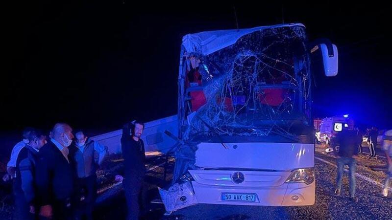 Nevşehir'de öğrencileri taşıyan otobüs kaza yaptı