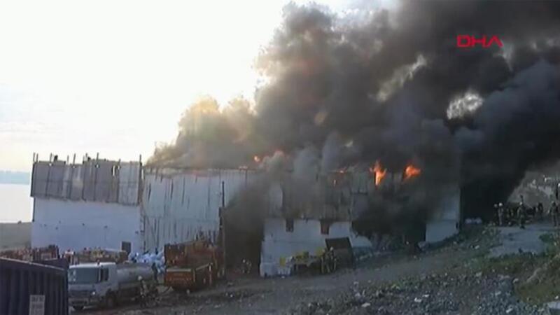 İstanbul'da geri dönüşüm tesisinde yangın! Ekipler müdahale ediyor