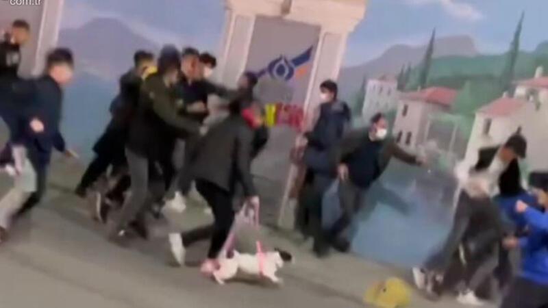 Sultangazi'de öğrenci kavgası kamerada