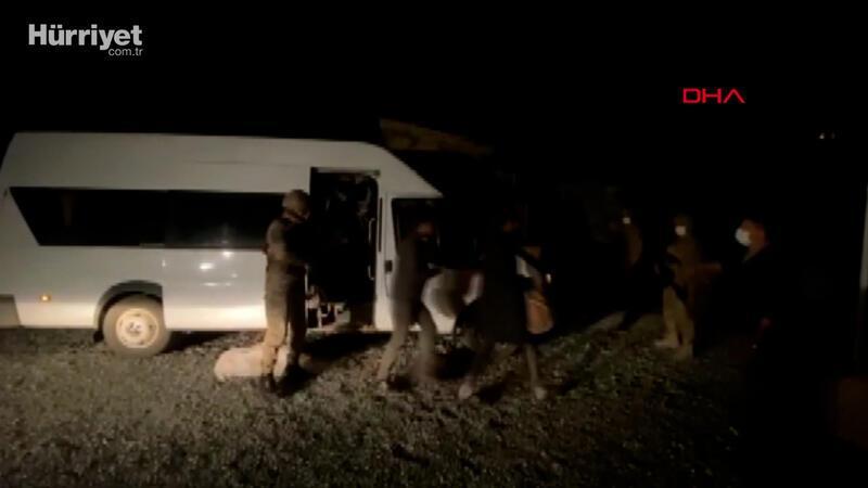 Bitlis'te minibüs ile çekme karavanda 70 kaçak göçmen yakalandı