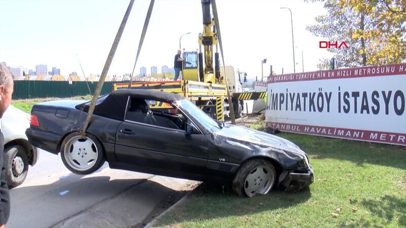 Başakşehir'de otomobil metro şantiyesine düştü