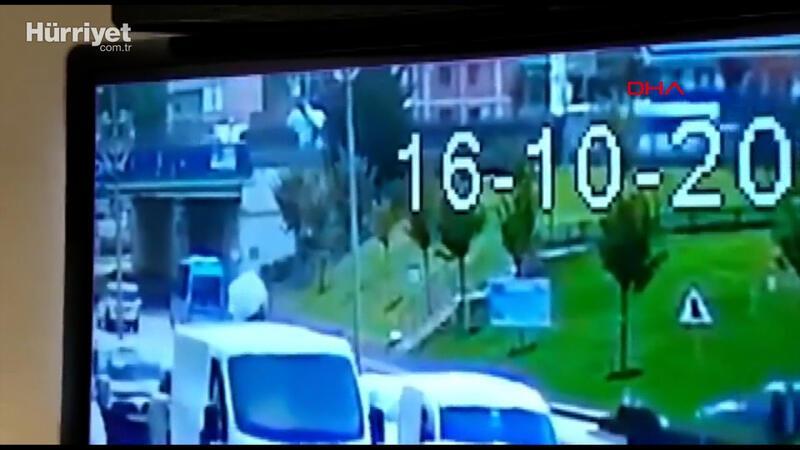 Çekmeköy'de hafif ticari araç kaldırımda bekleyenlere çarptı
