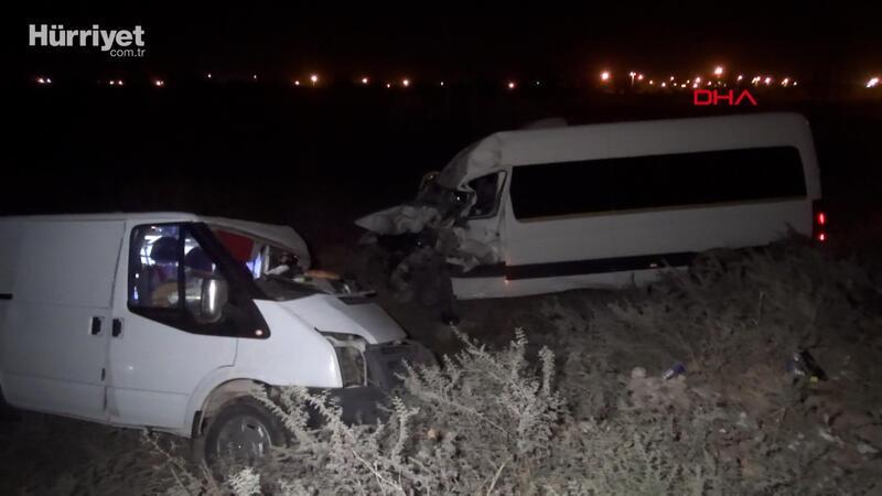 Şanlıurfa'da öğretmenlerin bulunduğu minibüs ile panelvan çarpıştı: 10 yaralı