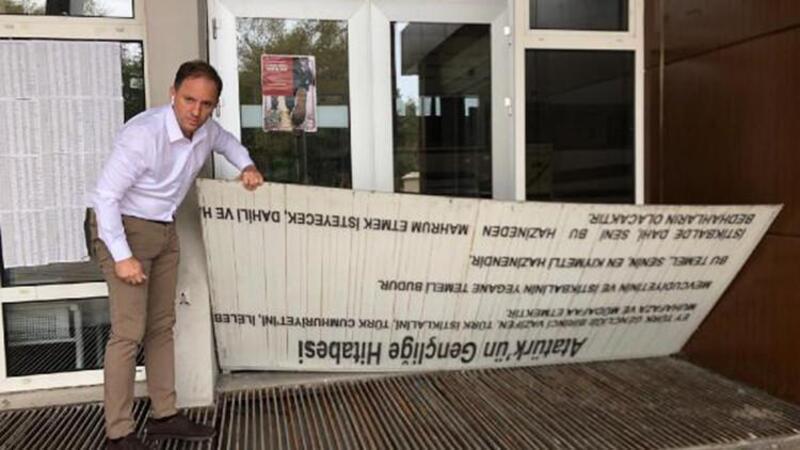 Zonguldak'ta 'Gençliğe Hitabe' levhasının kesilip mazgal kapatılmasına inceleme