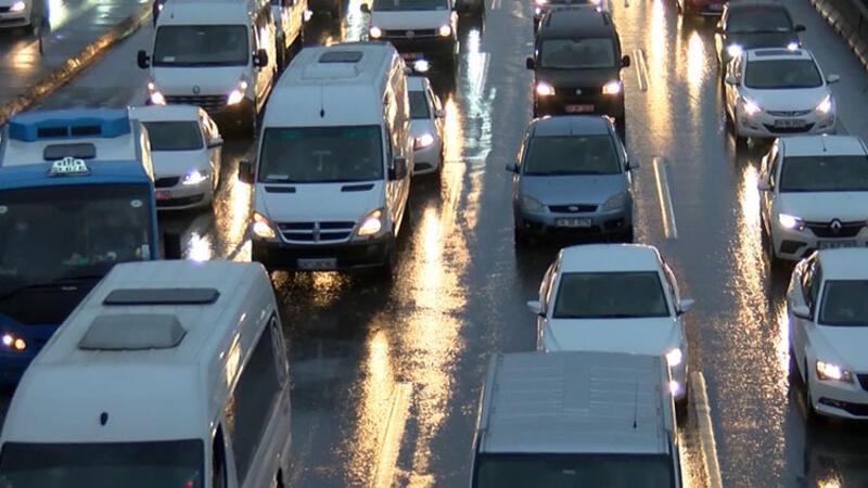 İstanbul'da haftanın ilk iş günü trafik yoğunluğu yaşandı